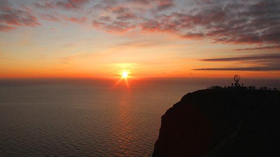 在欧洲大陆最北部欣赏午夜阳光