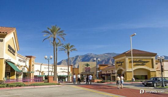 美国西部最大的工厂直销中心Desert Hill Premium Outlets