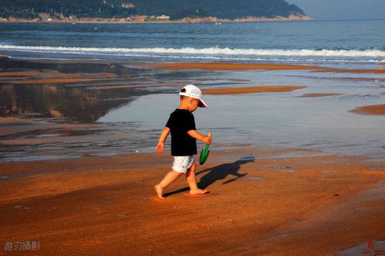 新浪旅游配图:海边顽童 摄影:游刃