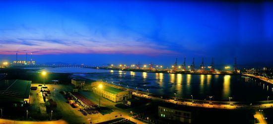 新浪旅游配图:北仑港夜色 图片:《四季上海》