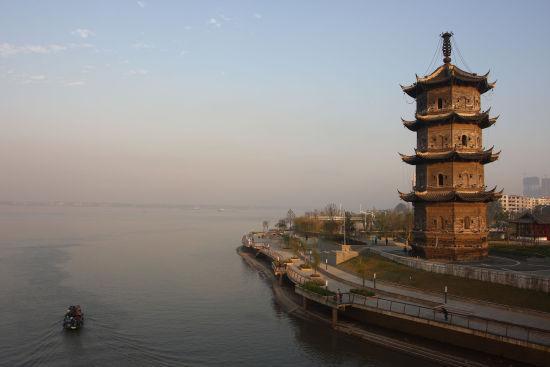 新浪旅游配图:古塔 图片:芜湖政务网