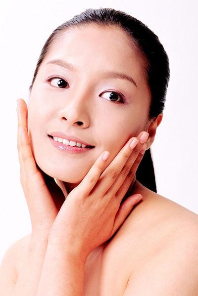 组图:学会面部按摩术让女性肌肤年轻通透
