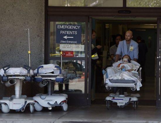 韩亚客机乘客在美医院接受救援