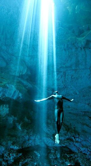 西班牙夫妻裸潜探秘海洋