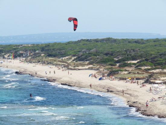 Es Cavallet海滩