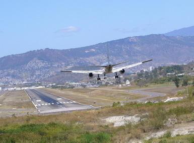 洪都拉斯的通孔廷机场