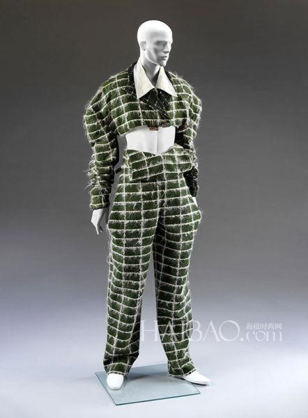 "John Galliano设计的""堕落天使""套装,1986年春夏系列"