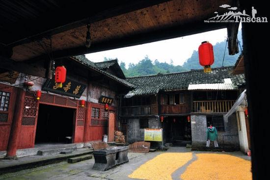 古镇里的万寿宫