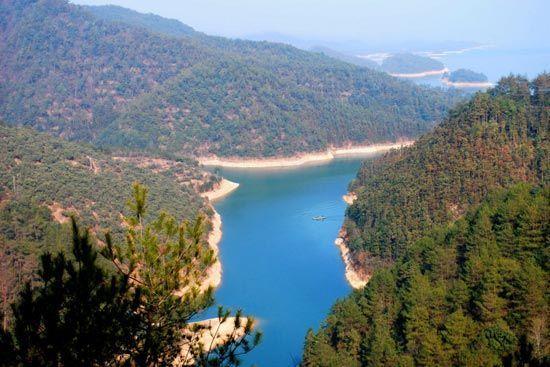 蔚蓝的湖水