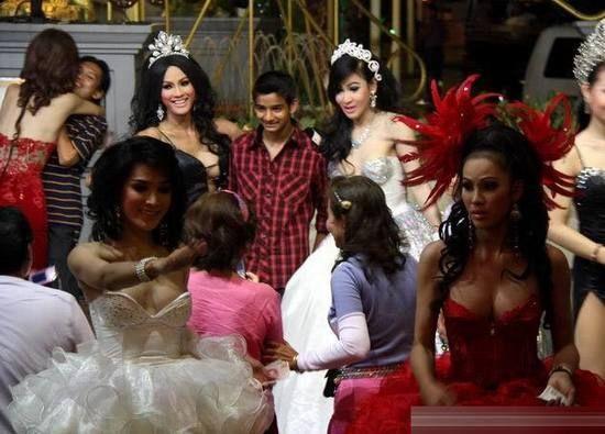 泰国又必不可少的项目就是人妖表演