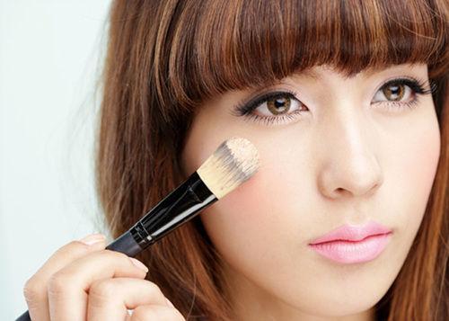 粉雾感STEP1-全脸均匀使用粉底刷