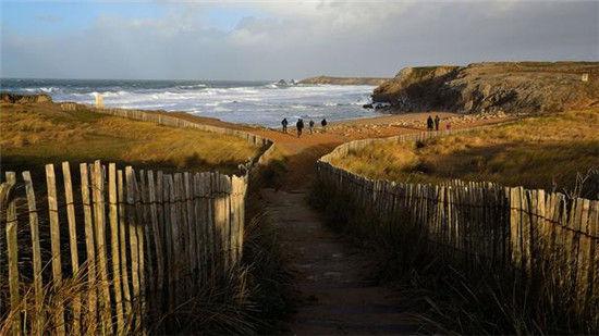 法国原始海岸沙滩-让心灵休憩 畅游欧洲5大静谧海滩 组图