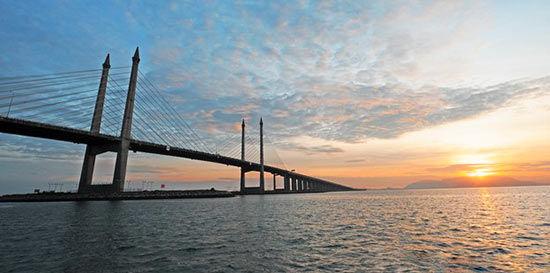 槟威大桥横跨海峡