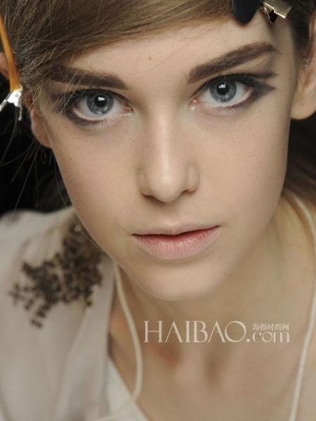 5个上妆小技巧让你的睫毛变得浓密纤长卷翘