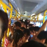 乘客实拍车内拥挤场景