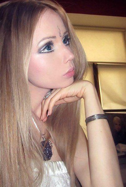 组图:乌克兰女子通过整容成为真人芭比娃娃