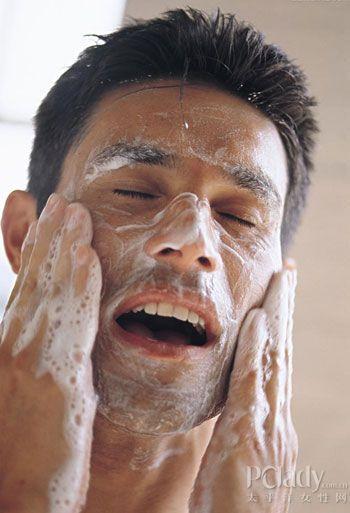 不要做黑头油面的男人揭秘男士护肤误区