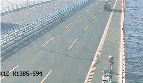 温州小伙高速骑摩托千里,只为给30多万哈雷过户。