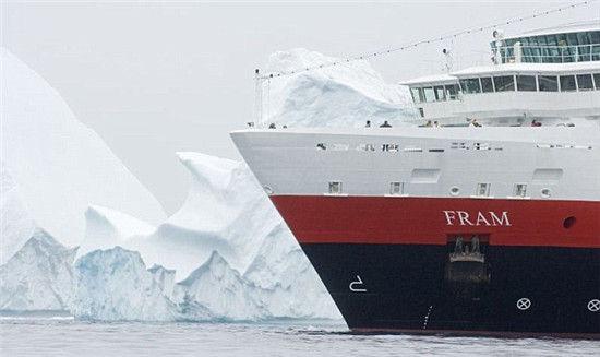 冰山和游船