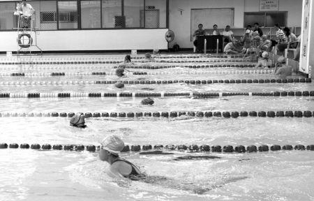 游泳中考现场