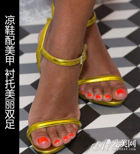 组图:美甲凉鞋大配对脚趾也要美美过夏天