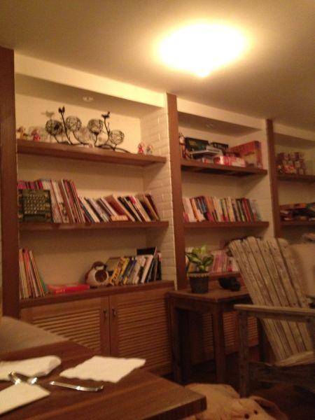 很久前的照片 二楼陈列的书架