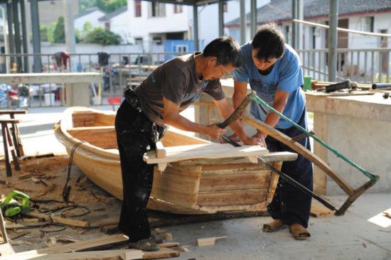 宁波东钱湖造船人少,只因湖里鱼资源减少。