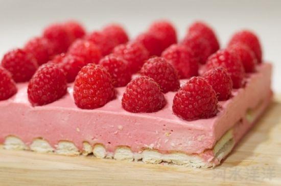 树莓慕斯蛋糕