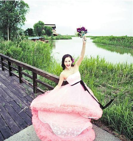 杭州湾湿地公园开放婚纱摄影,新人衣服不可很鲜艳。