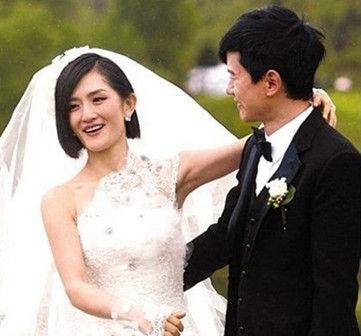 何洁大婚被吻玉足 十大明星重口味婚礼 4