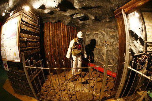 金矿博物馆内对当年矿工工作的再现