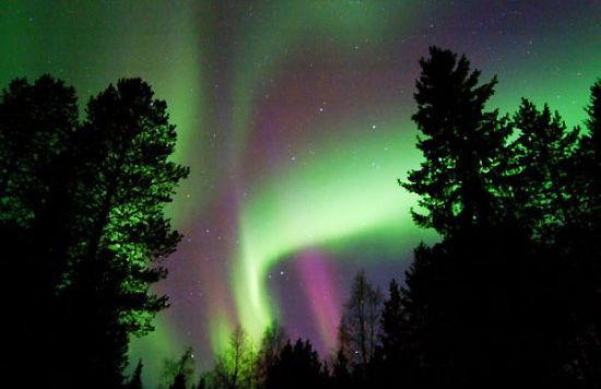 芬兰倾听极光的呼啸