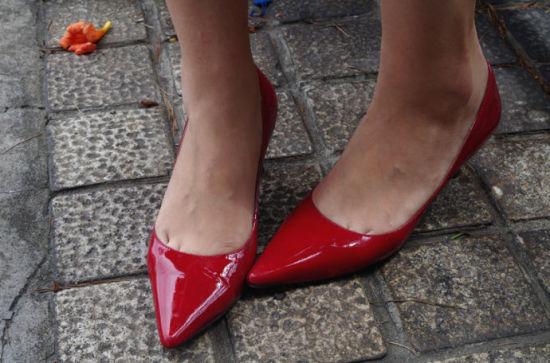红色箭头鞋