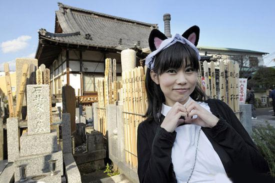 寺庙中的女仆