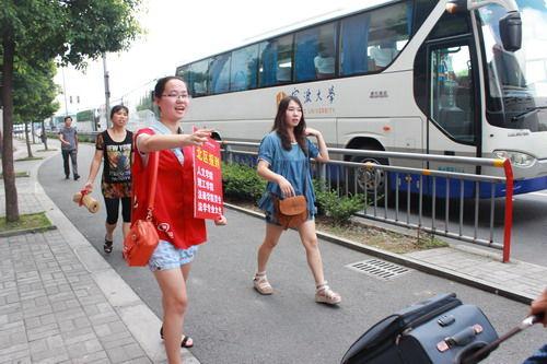 宁波大学科院喜迎新生 2456名新同学顺利报到