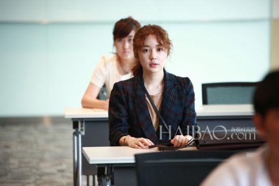 尹恩惠变身新剧《未来的选择》泡面头造型亮相