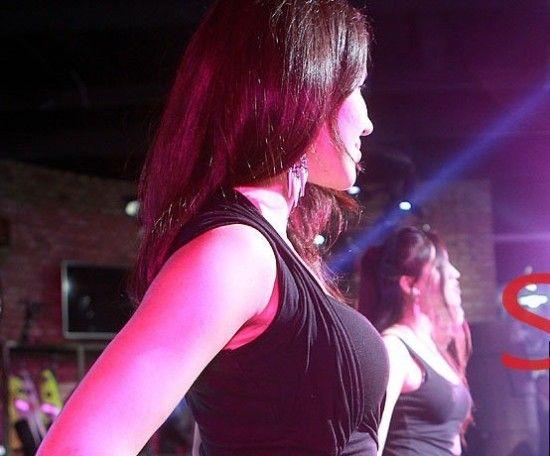 聚光灯背后的生活图揭歌舞女郎全裸换衣的心酸