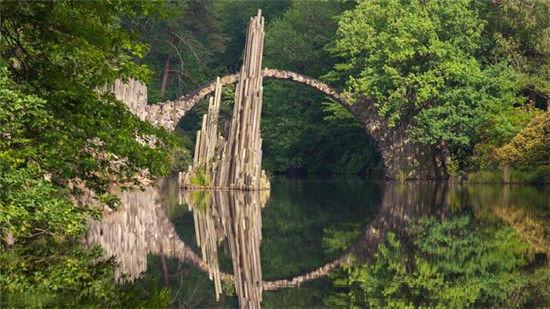 德国架接两岸美景的桥