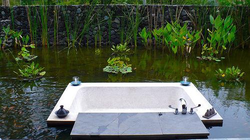 组图:沐浴中欣赏风景盘点9大酒店室外浴池