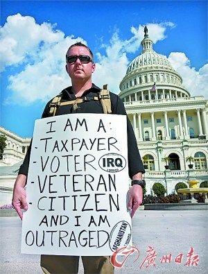 一名曾在阿富汗服役的美国老兵,在国会大厦前抗议政府关门。