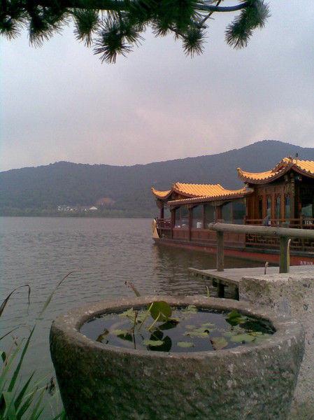 门外即是湘湖