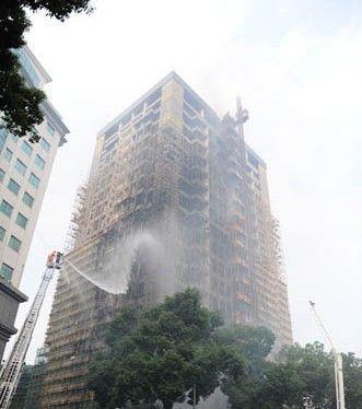 宁波和义大道一座在建大厦起火