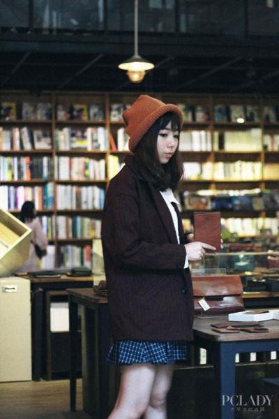 韩国软妹子演绎时尚混搭风衣服好看靠搭配