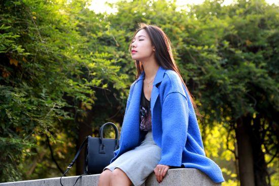 透明雪纺背心搭配高腰包臀长裙穿出成熟韩国范