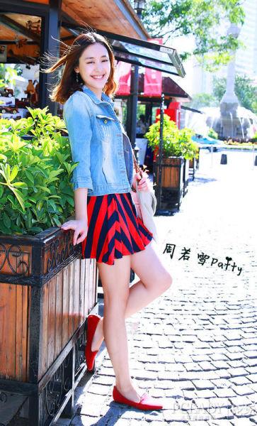 小美女10月可爱街拍时尚搭配演绎甜美韩国风
