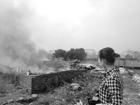 10月30日上午9时许,海曙区望春街道姚丰村有一处垃圾在焚烧。