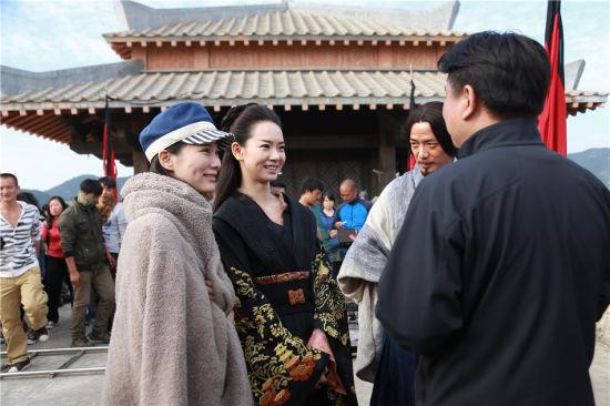 左起:徐麒雯、戚薇、段奕宏、导演刘涓讲戏