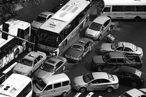 拥堵的交通让市民出行效率低下,幸福感骤降