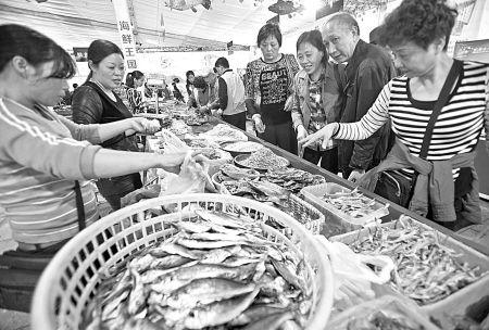 图文:象山海鲜美食节展销会开幕吸引广大游客