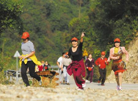 鄞州区塘溪镇举办登山健步走比赛